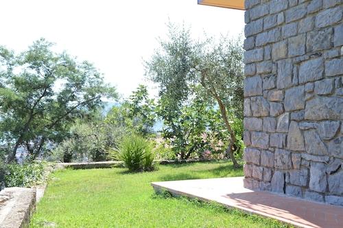エマの見える家は素晴らしい海の景色を望む魅力的なアパートです/