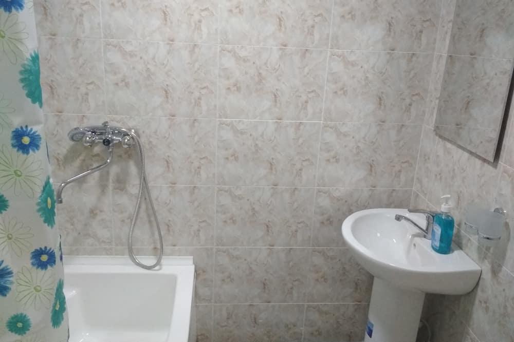 Kamar Double atau Twin Standar - Kamar mandi