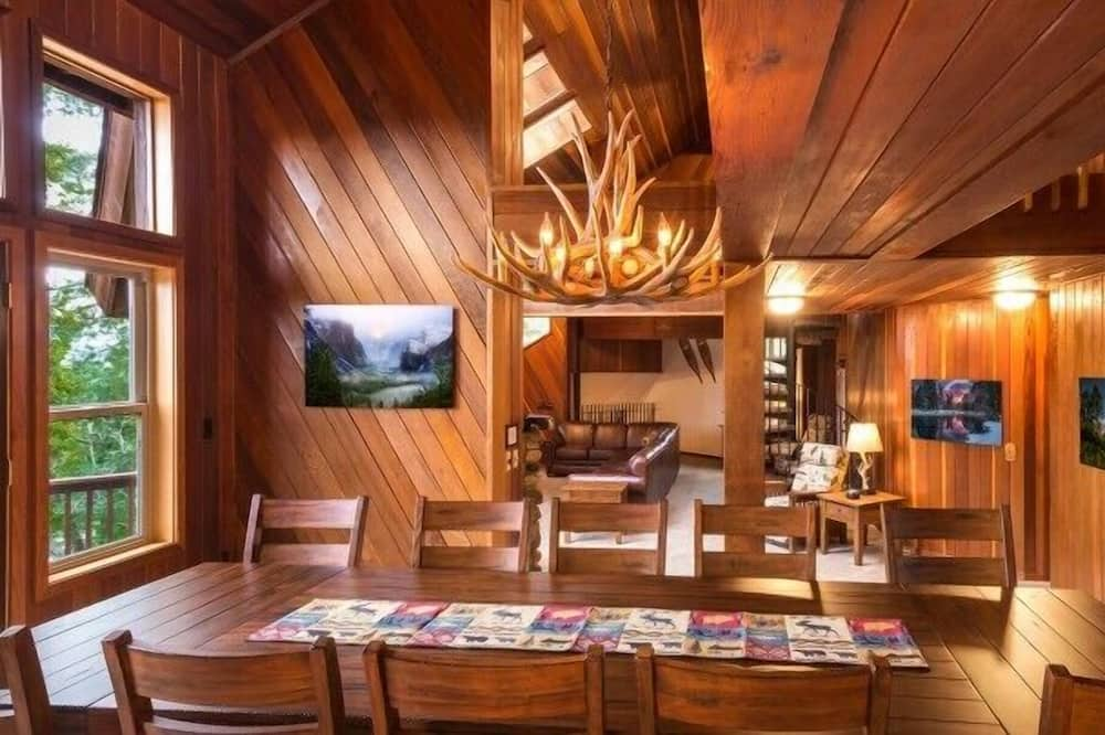 Cabin (Four Seasons) - In-Room Dining