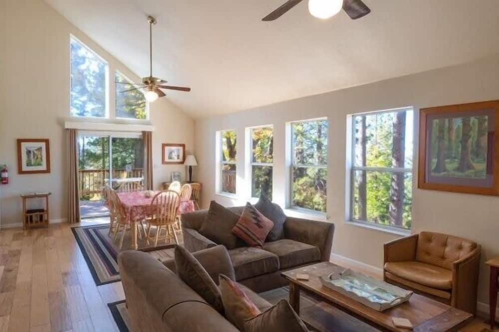 Cabin (Yosemite Park Place) - Living Room