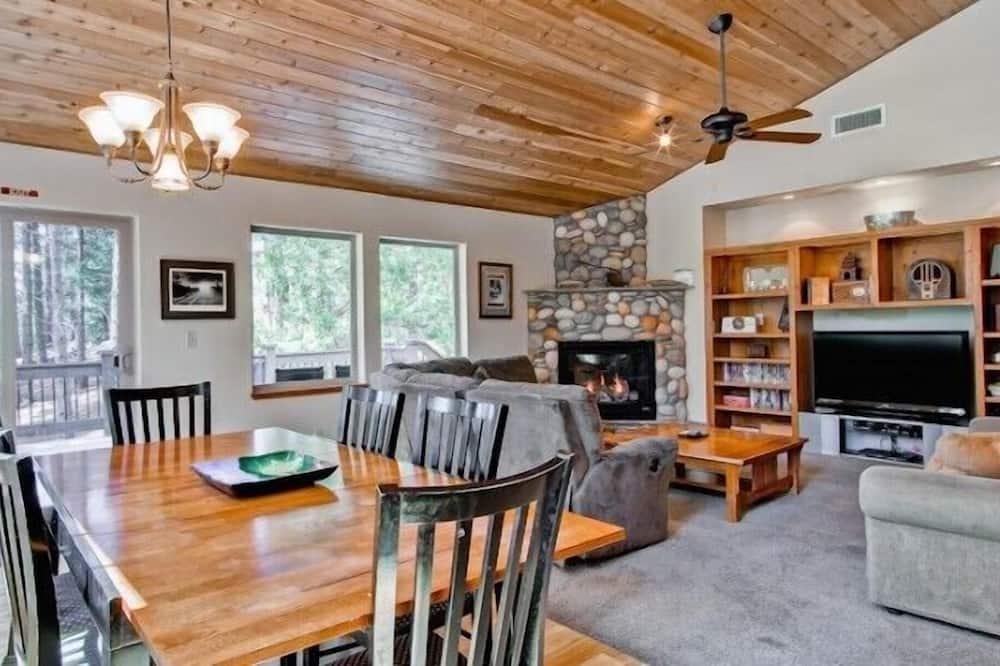 Cabin (Yosemite Summit & Little Summit) - In-Room Dining