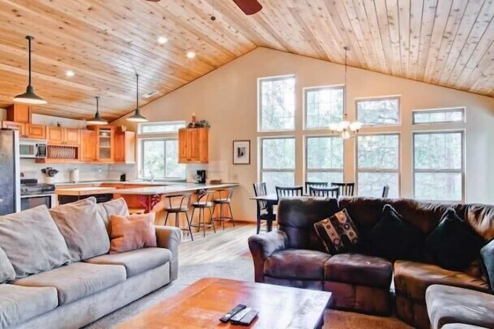 Cabin (Yosemite Summit & Little Summit) - Living Area