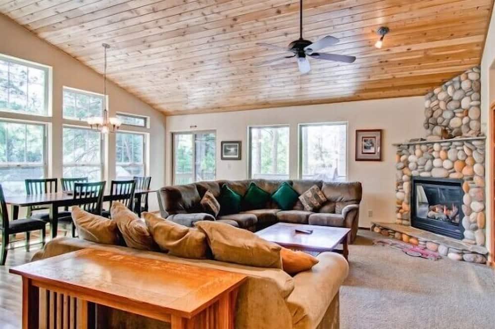 Cabin (Yosemite Summit & Little Summit) - Living Room