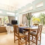 Rekreačná chata, výhľad na záhradu - Obývacie priestory