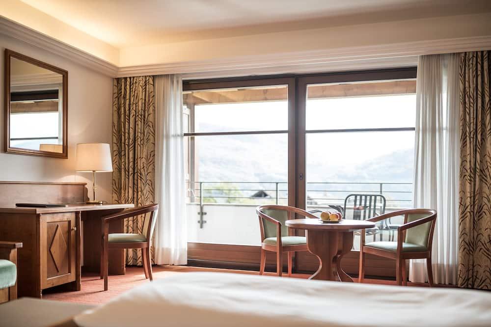 Deluxe Double Room, Balcony, Lake View - Living Area