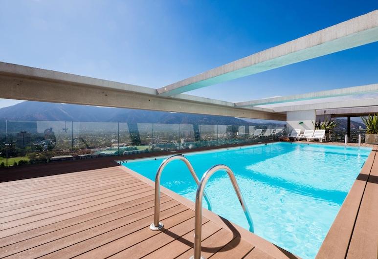 Kennedy Gold, Santiago, Bazén na streche