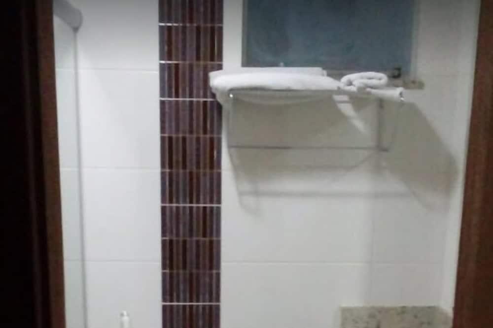 Standard Δίκλινο Δωμάτιο (Double ή Twin) - Μπάνιο