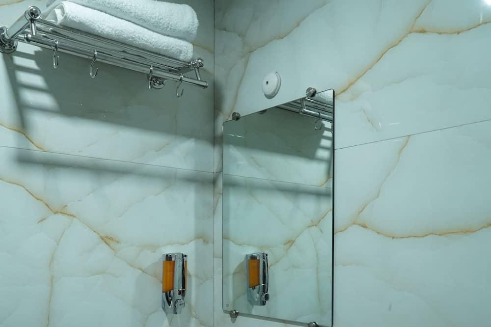 Τρίκλινο Δωμάτιο (AC) - Μπάνιο