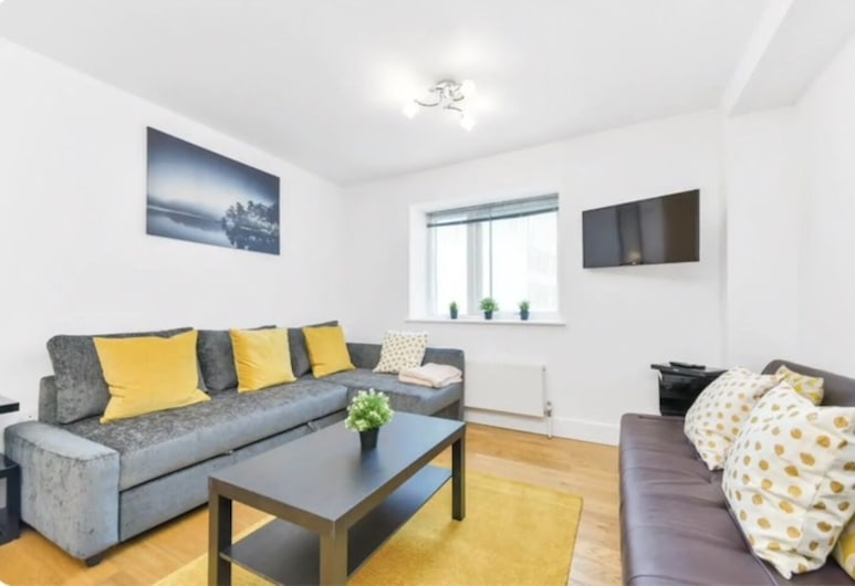 Little Corner of Bliss in BustlingLondon, London, Standard Apartment, Living Area