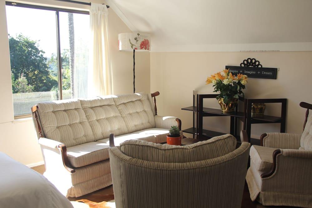 Phòng dành cho gia đình (Burgundy) - Khu phòng khách
