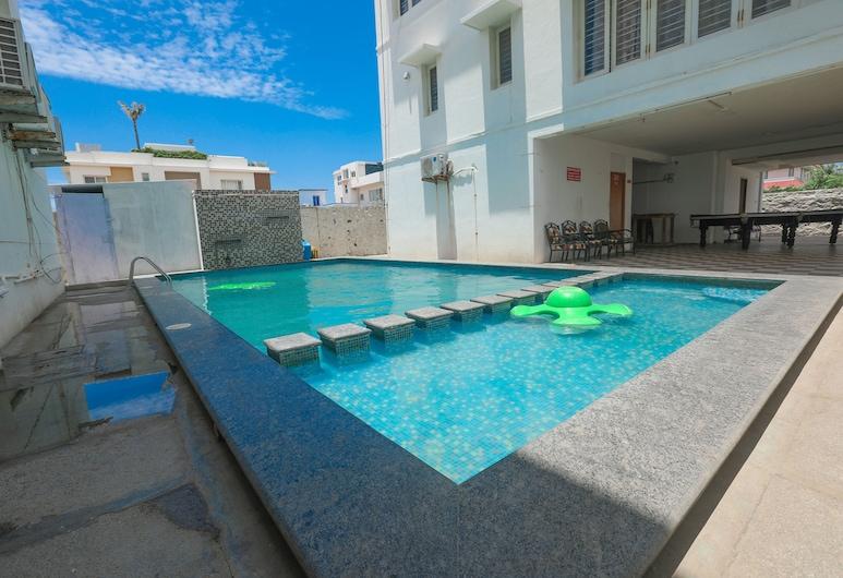 ULO ECR Sea Lounge and Banquets, Chennai, Vonkajší bazén