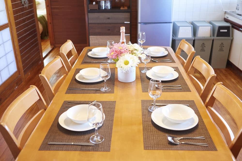 Szoba (Private Vacation) - Étkezés a szobában