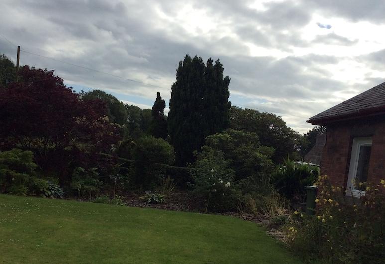 Twechar Farm Bed & Breakfast, Glasgow, Garden