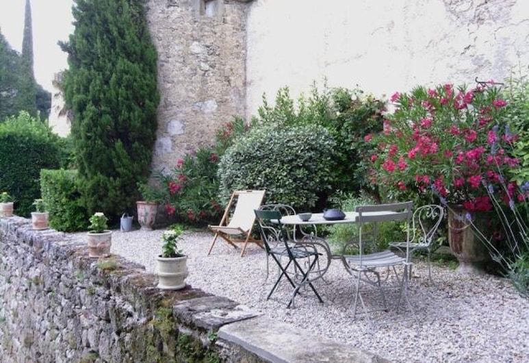 Chateau de Pegairolles de L'Escalette, Pegairolles-de-l'Escalette, Garden