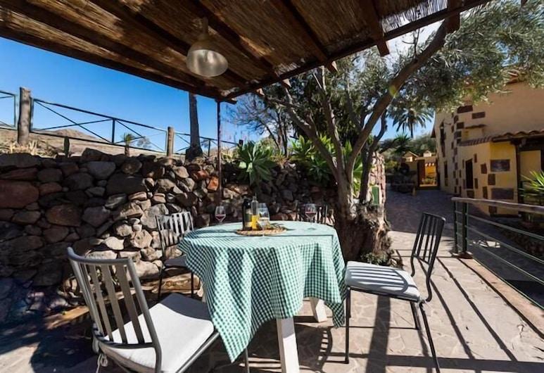 Bohemian Hideaway - La Labranza, Santa Lucia, Casa romántica, 2 habitaciones, piscina privada, Terraza o patio