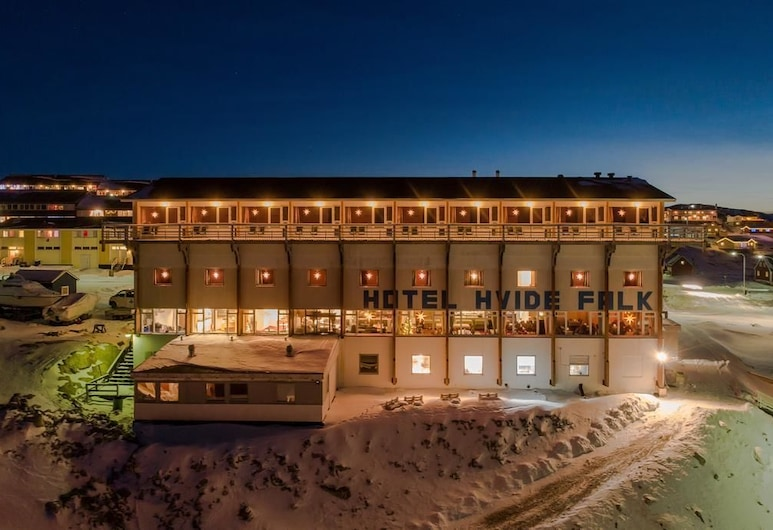 Hotel Hvide Falk, Ilulissat, Hotel Front – Evening/Night