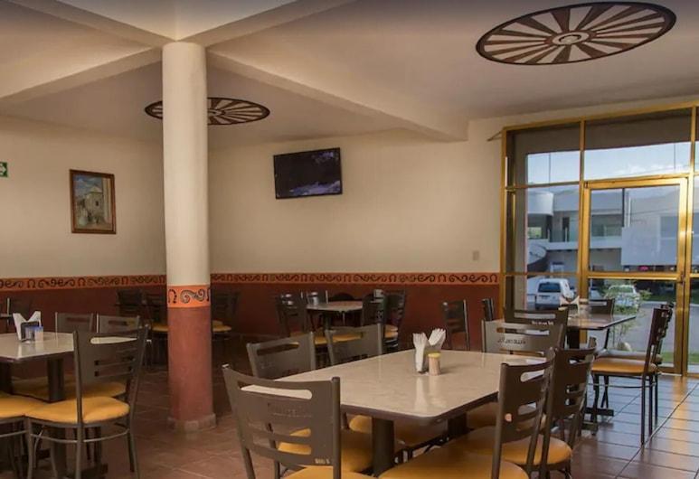 هوتل فيلاز ديل سول, خالبان دي سيرا, مطعم
