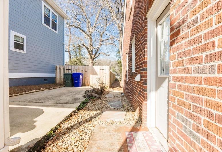202 / 204 Randall St Full Duplex, Greenville