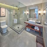 Family Suite, Connecting Rooms - Bathroom