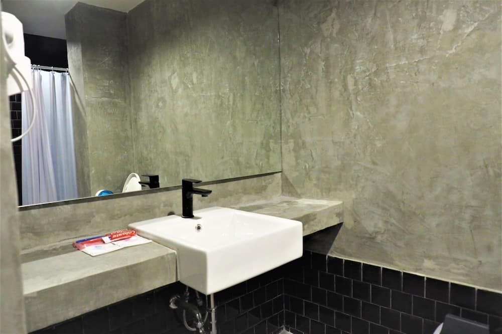 Private Room for Female with Private Bathroom - Badezimmer