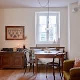 Studio typu Exclusive, dvojlůžko, kuchyňský kout, výhled na hory - Obývací prostor