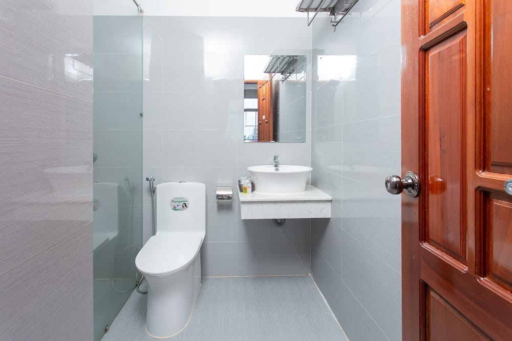 Deluxe vierpersoonskamer - Badkamer