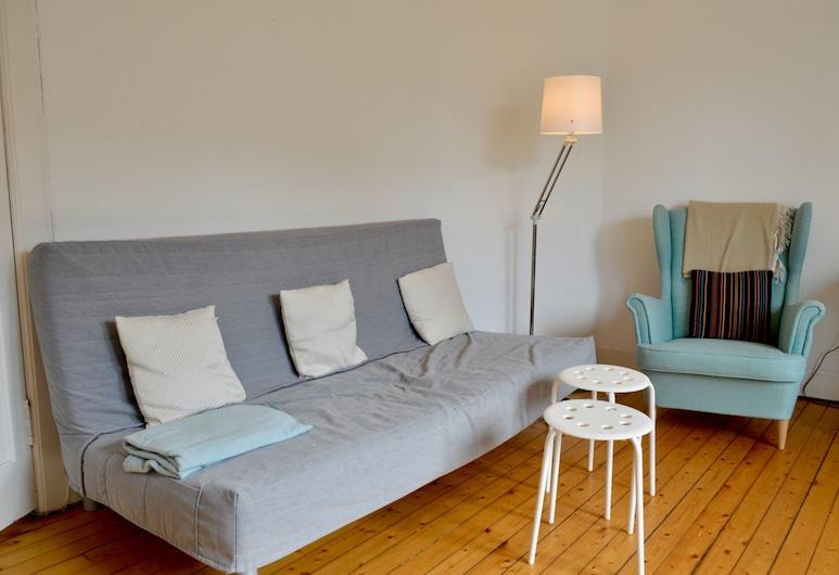 Central 2 Bedroom Flat in Edinburgh, אדינבורו, סלון