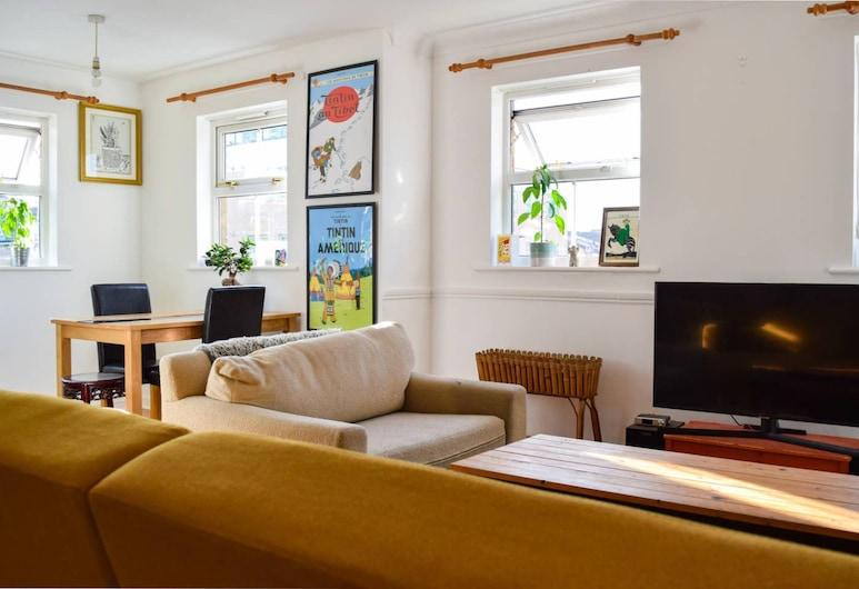 Hip 2 Bedroom Flat Near Peckham High Street, London, Elutuba