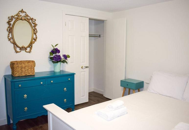 Convenient 1 Bedroom Lower Level Suite, Toronto, Kamer