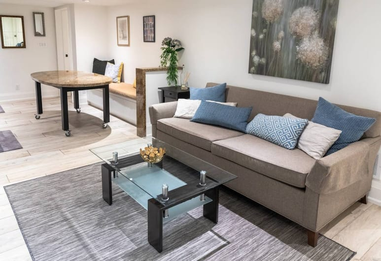 Modern 1 Bedroom Apartment in Palmerston Village, Toronto