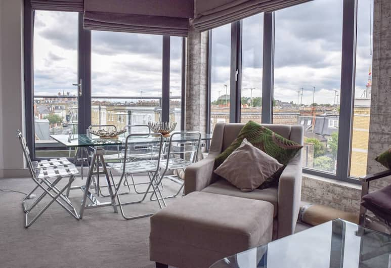 Luxurious 2 Bedroom Penthouse With Balcony, London, Wohnzimmer