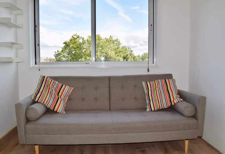 Spacious 2 Bedroom Flat in Prime Notting Hill, London