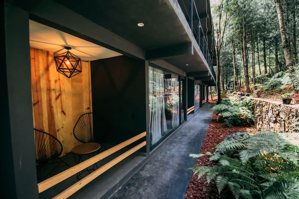 Premium Suite - Courtyard View