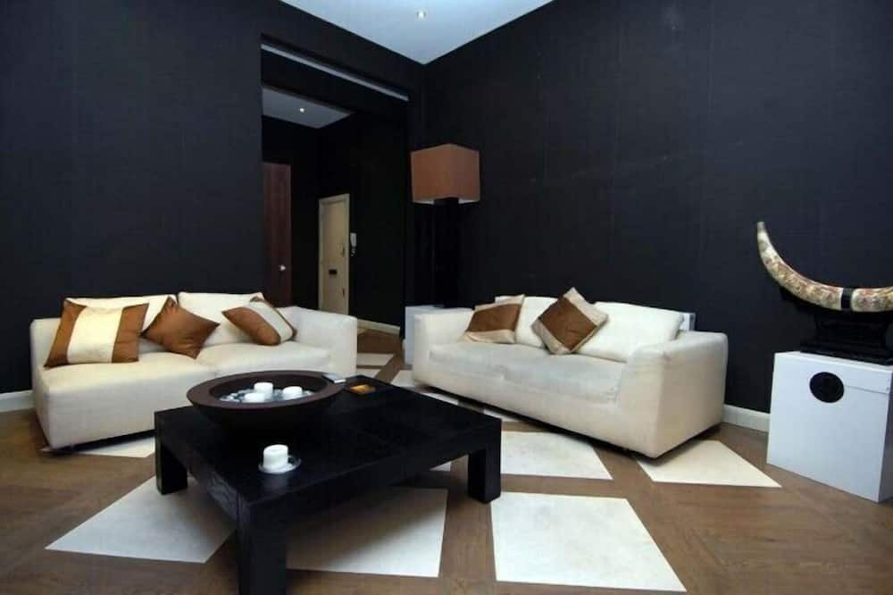 Two-Bedroom Apartment Ground Floor - Living Area