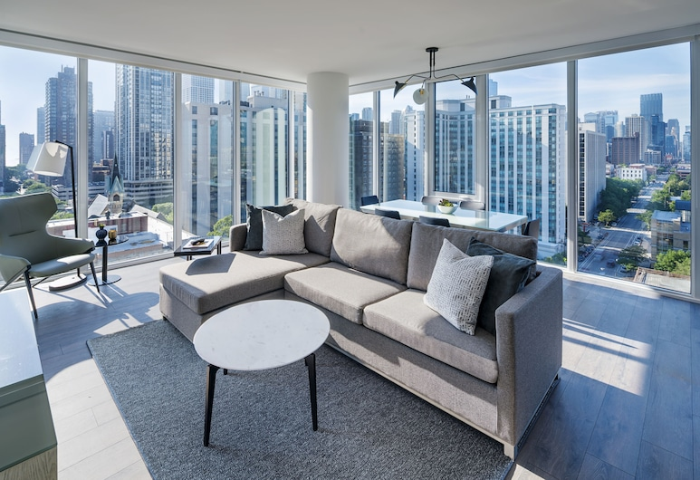 LEVEL Chicago – Old Town, Chicago, Luxury Suite, Multiple Beds, Balcony, City View, Living Room