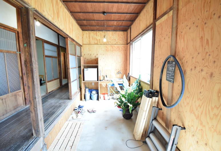 Guest House Bed & Bicycle, 柏原市, 内部エントランス