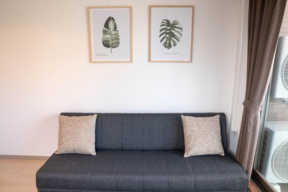 Deluxe Family Room - Living Room