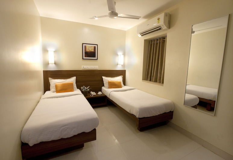 Hotel Rahat, Mumbai, Deluxe Double Room, Multiple Bedrooms, Guest Room