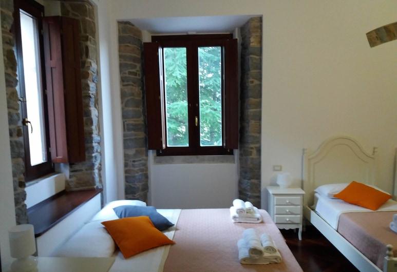Villa Flora, Castelnuovo di Conza, Habitación cuádruple clásica, con acceso para silla de ruedas, Habitación