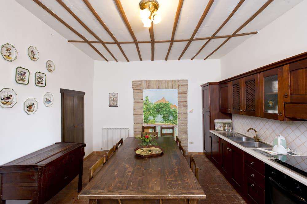 Liukso klasės kambarys (1 dvigulė / 2 viengulės lovos) - Bendra virtuvė
