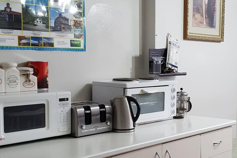 Basic-Doppel- oder -Zweibettzimmer - Gemeinschaftlich genutzte Küchenausstattung