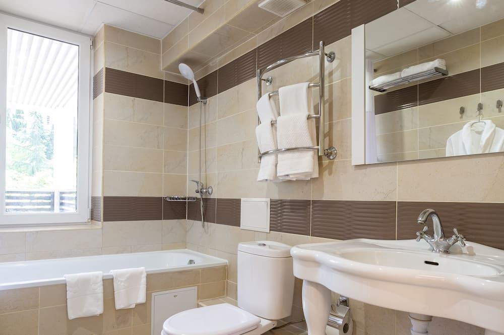 Junior Double or Twin Room, Balcony - Bilik mandi