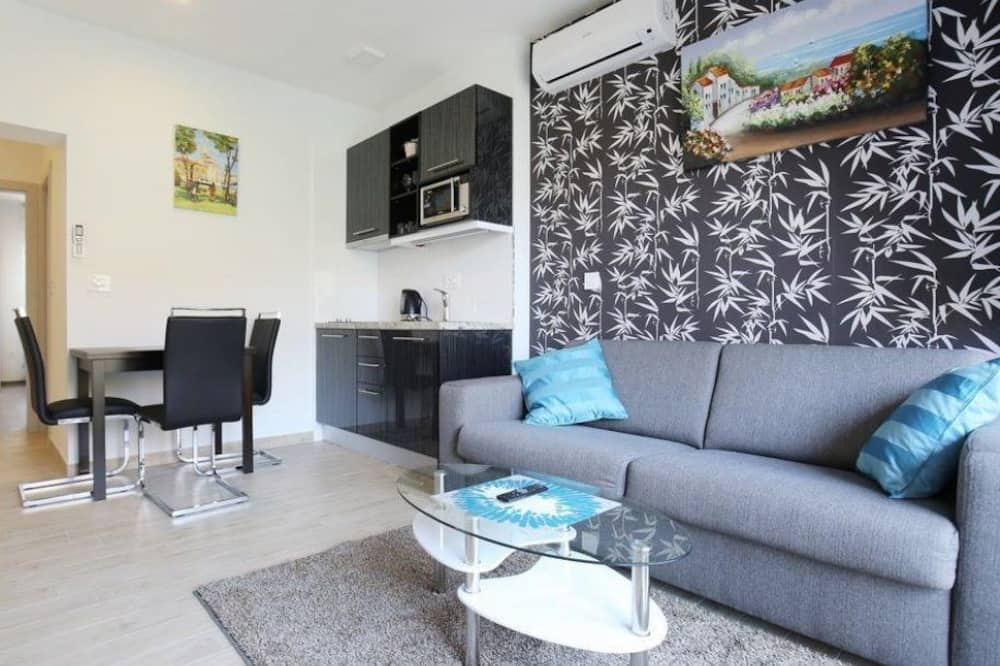 Apartment, Balkon - Wohnbereich