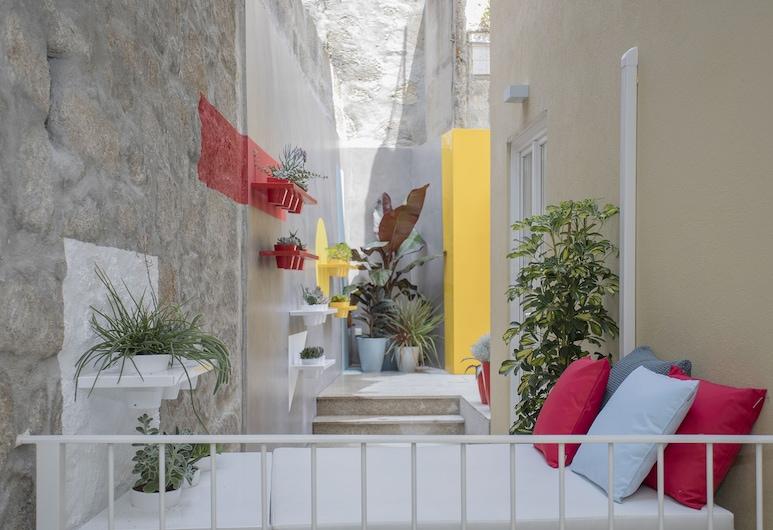 Liiiving - Clérigos Terrace Apartment, Porto, Courtyard