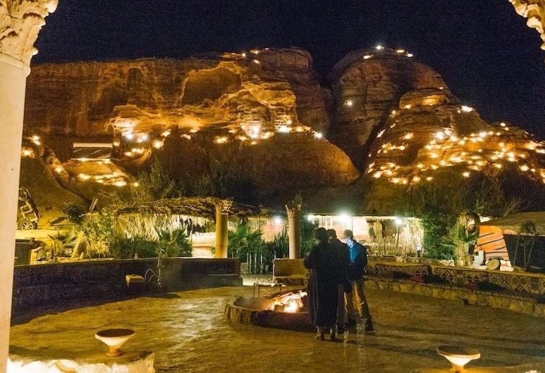Bedouin Life Experience, Wadi Rum, Basic Tent, Teres/Laman Dalam