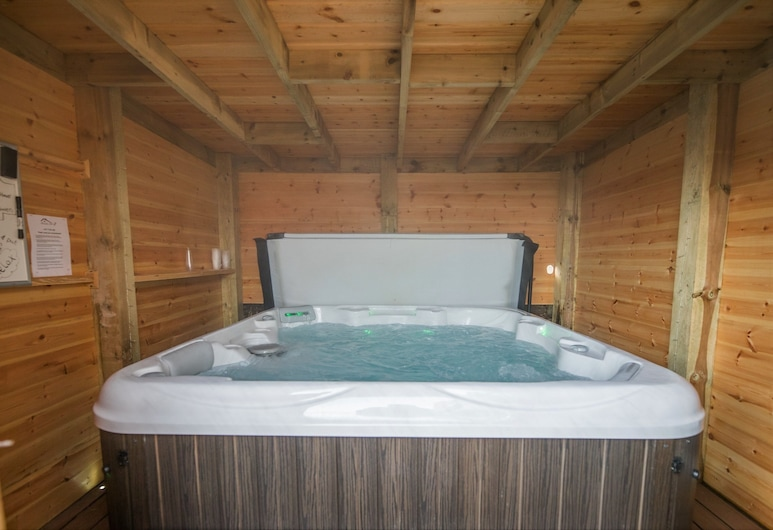 1 bedroom Cottage in Nr Bamburgh - CN142, Belford, Luxury Cottage, Private spa tub