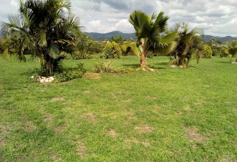 Marianah Tourist Hotel, Kibale, Garden