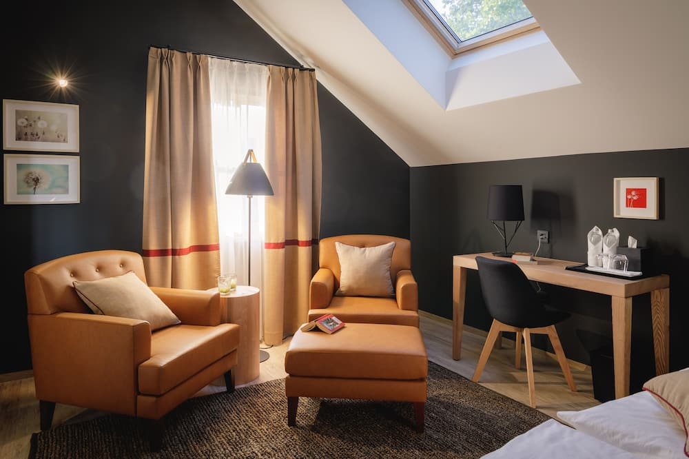 Deluxe Double Room (Chestnut Embrace) - Living Area