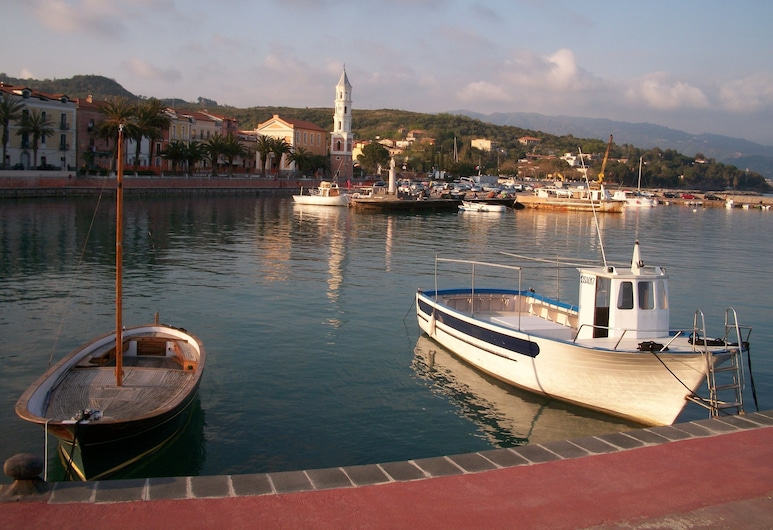Laendliche Idyll on the Tyrrhenian Sea, National Park of Cilento, Tortorella, Järv