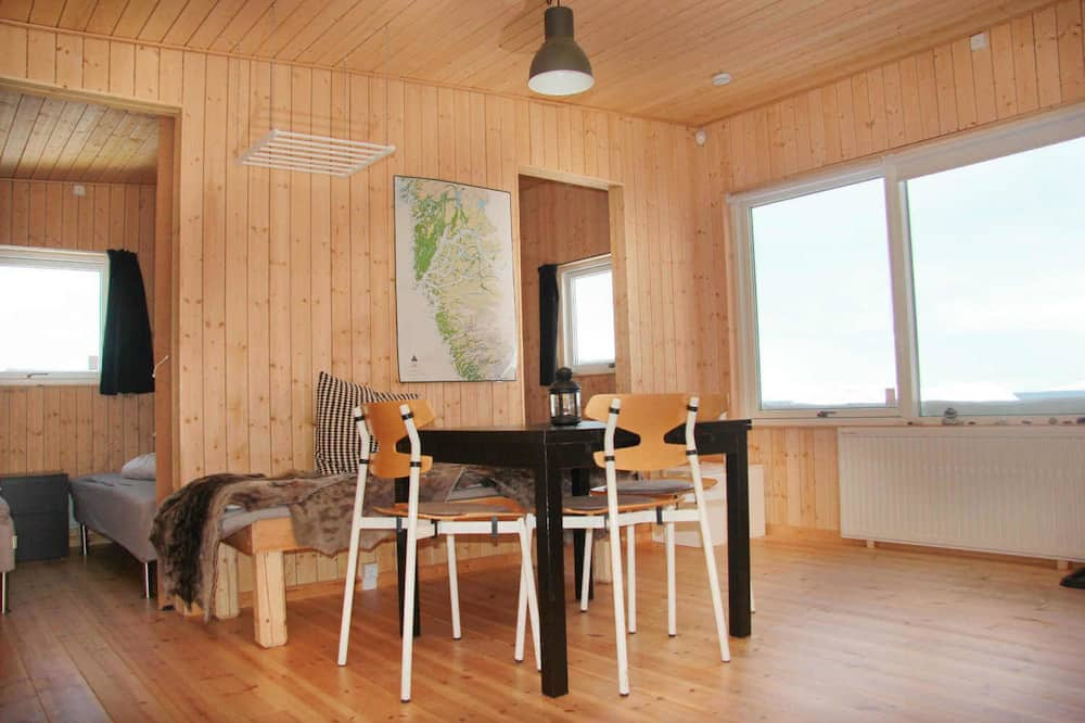 Twin Room, 4 Bedrooms, Non Smoking, Shared Bathroom - Living Area